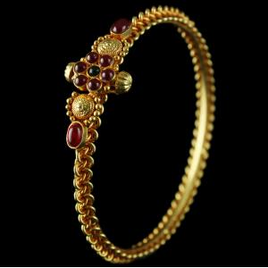 SIlver Gold Plated Antique Floral Designed Red And Green Onyx Screw Bangle