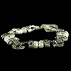 92.5 Sterling Silver oxsided Fancy Design Bracelet Studded Crystal And Pearl