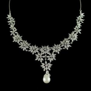 SWAROVSKI FLORAL NECKLACE