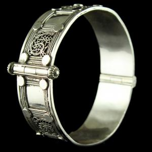 Silver Oxidized Fancy Design Screw Bangle