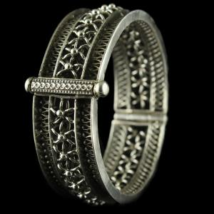 Silver Oxidized Fancy Design Screw Bangles
