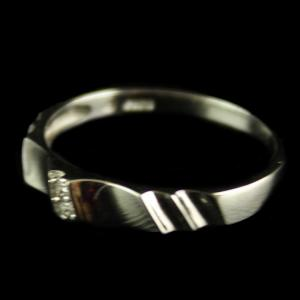 R586 Sterling Silver Band Type Ring Studded Zircon Stones