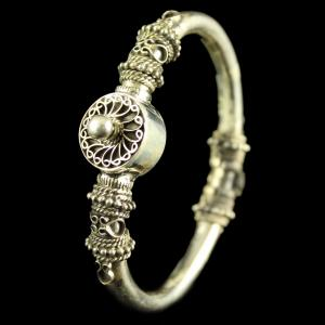 Antique Design Silver Bangle with Screw