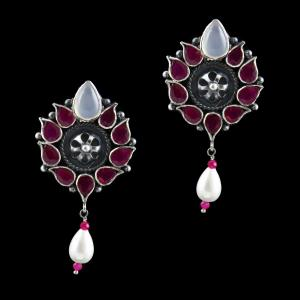 ONYX STONE FLORAL PEARL DROPS EARRING