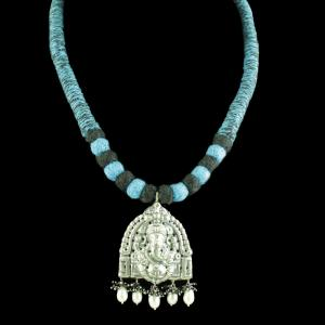 OXIDIZED GANESHA THREAD NECKLACE WITH PEARL AND BLACK SPINEL BEA