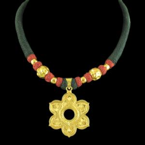 GOLD PLATED FLORAL DESIGN THREAD NECKLACE