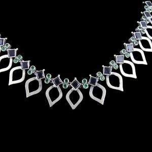 OXIDIZED SILVER THREAD NECKLACE WITH GREEN HYDRO AND SAPPHIRE STONES