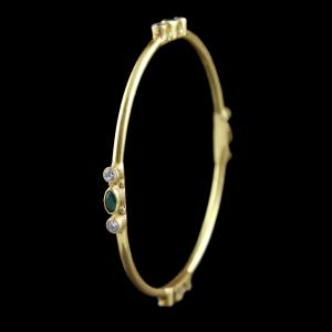 GOLD PLATED BANGLE WITH EMERALD AND SHELL STONES