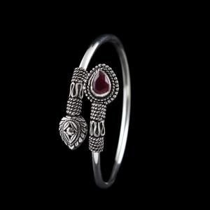 OXIDIZED SILVER FLEXIBLE BANGLE WITH RUBY STONE