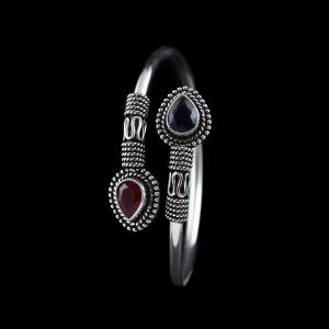 OXIDIZED SILVER FLEXIBLE BANGLE WITH RUBY AND SAPPHIRE