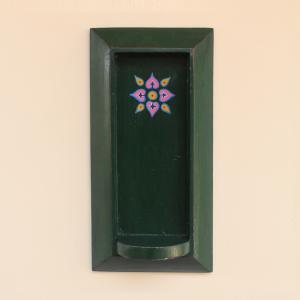DECORATIVE HAND PAINTED VINTAGE WOODEN WALL HANGING