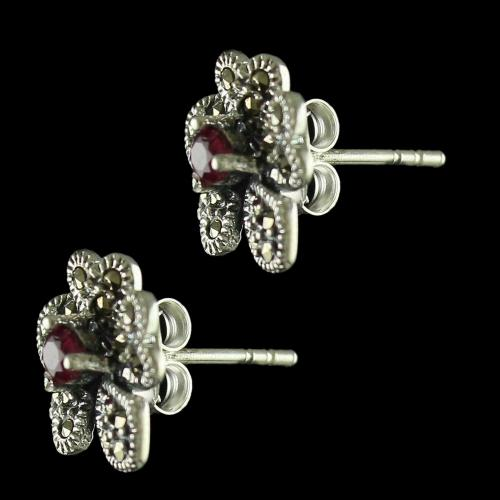 92.5 Sterling Silver Fancy Design Stud With Cristel And Emerald Stones
