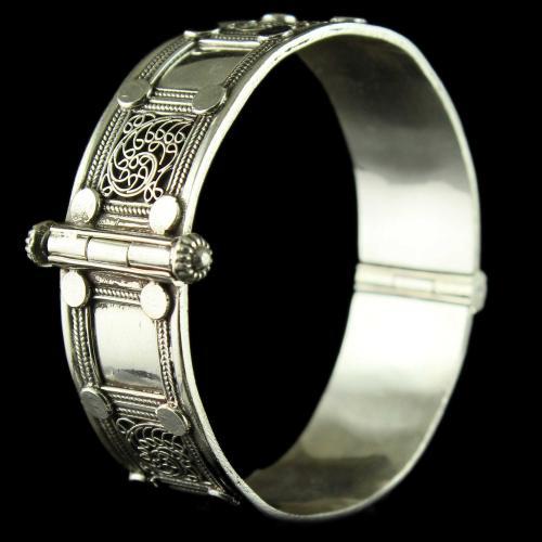 Silver Oxidized Fancy Design Screw Bangle
