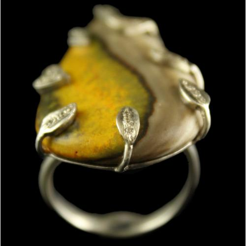 Silver Plated Semiprecious Bumbelbet White Cz  Stone Ring