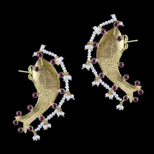 Gold Plated Fish Design Cuff Earring With Onyx ANd Pearl