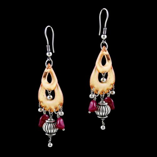 OXIDEZED SILVER HANGING EARRINGS WITH CRYSTAL AND RED QUARTZ