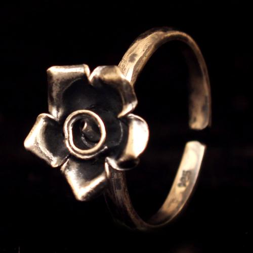 OXIDIZED SILVER FLORAL RING