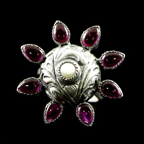 OXIDIZED SILVER RED CORUNDUM FLORAL RING